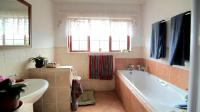 Bathroom 1 - 9 square meters of property in Grootfontein