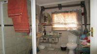 Bathroom 1 - 7 square meters of property in Garsfontein