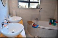 Main Bathroom - 10 square meters of property in Bluff