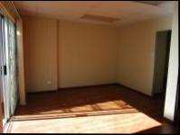 Lounges - 21 square meters of property in Mondeor