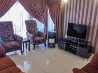 Lounges - 18 square meters of property in Eldoraigne