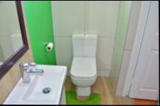 Bathroom 1 - 4 square meters of property in Chatsworth - KZN