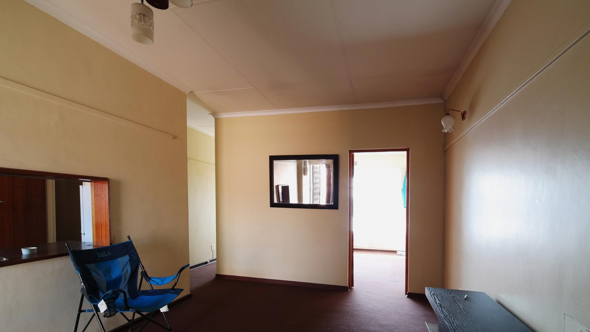 Lounges - 24 square meters of property in Emalahleni (Witbank)