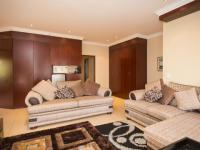 Lounges - 44 square meters of property in The Wilds Estate
