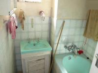 Main Bathroom - 7 square meters of property in Pretoria Central