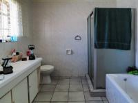 Main Bathroom of property in Faerie Glen