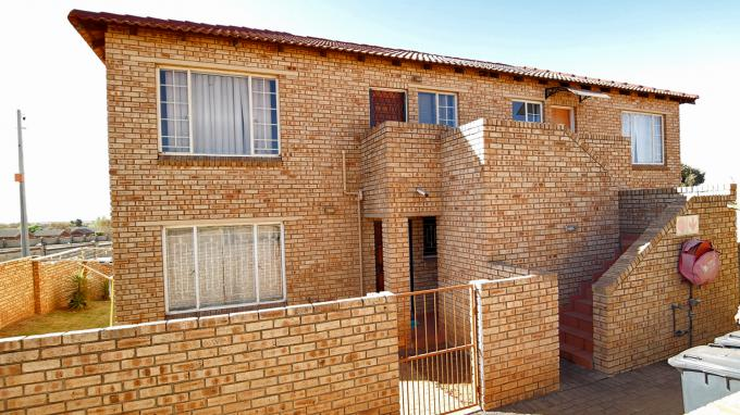 2 Bedroom Sectional Title for Sale For Sale in Heuwelsig Estate - Private Sale - MR162112