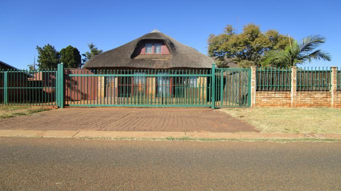 Standard Bank EasySell 4 Bedroom House for Sale in The Orchards - MR162150