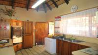 Kitchen - 16 square meters of property in The Orchards