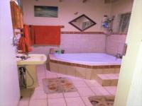 Main Bathroom - 7 square meters of property in The Orchards
