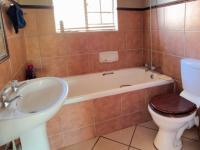 Bathroom 1 - 6 square meters of property in Mooikloof Ridge
