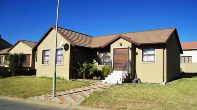 Standard Bank EasySell 4 Bedroom Cluster for Sale For Sale in Kosmosdal - MR162392