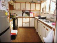 Kitchen - 22 square meters of property in Waterfall
