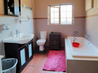 Main Bathroom - 18 square meters of property in Newlands