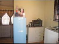Kitchen - 8 square meters of property in Fleurhof
