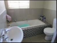 Bathroom 1 - 6 square meters of property in Willowbrook