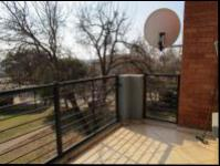 Balcony - 6 square meters of property in Willowbrook