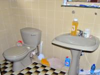 Bathroom 1 - 12 square meters of property in Umzinto