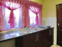 Scullery - 8 square meters of property in Olympus