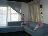 Lounges - 21 square meters of property in Bosmont