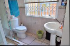 Bathroom 1 of property in Amanzimtoti