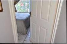 Bed Room 2 of property in Amanzimtoti