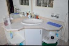 Main Bathroom of property in Amanzimtoti