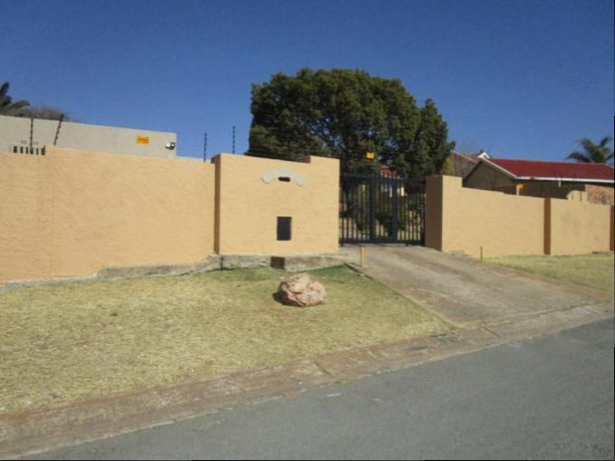 3 Bedroom House for Sale For Sale in Roodekrans - Home Sell - MR163208