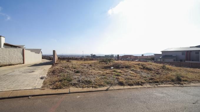 Land for Sale For Sale in Monavoni - Private Sale - MR163222