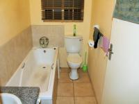 Bathroom 1 - 4 square meters of property in Florida
