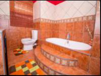 Main Bathroom - 8 square meters of property in Florida Glen