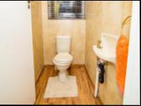 Guest Toilet - 2 square meters of property in Florida Glen