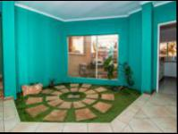 Spaces - 58 square meters of property in Florida Glen