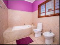 Bathroom 1 - 10 square meters of property in Florida Glen