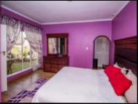 Main Bedroom - 43 square meters of property in Florida Glen