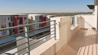 Balcony - 12 square meters of property in Fourways