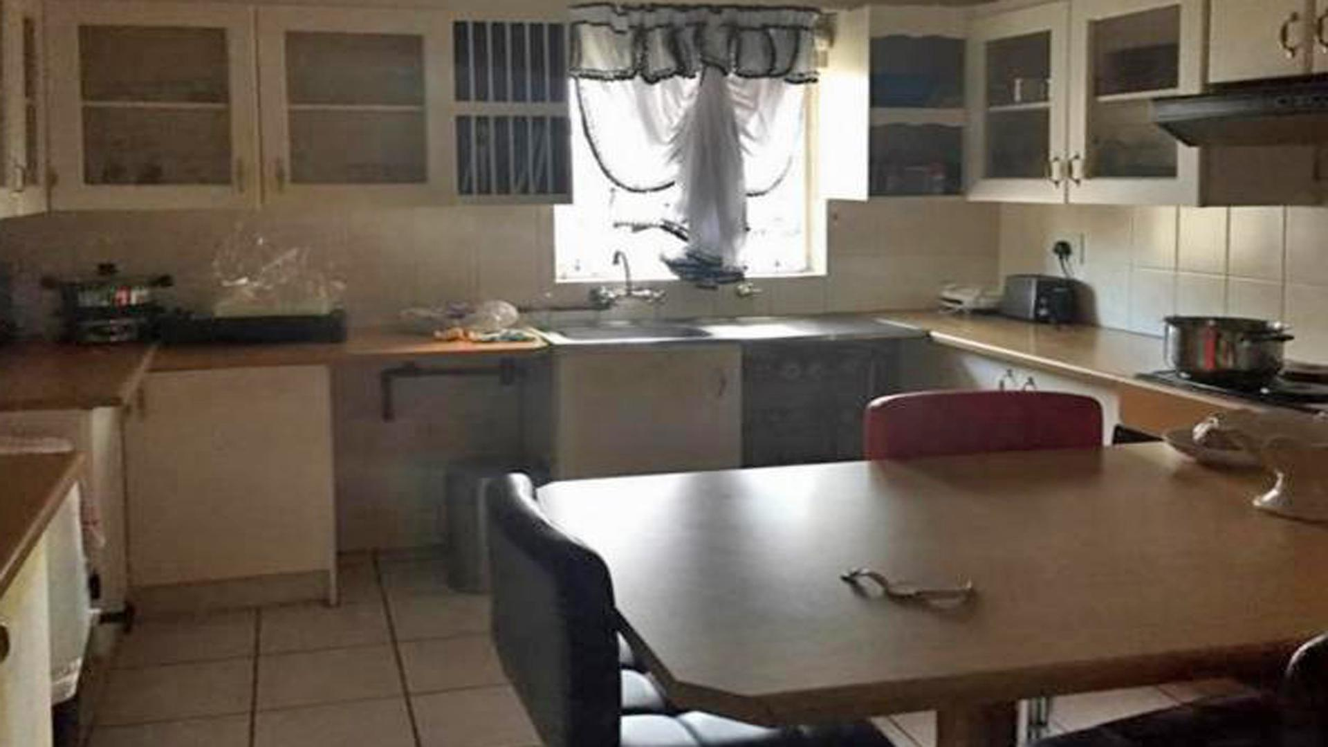 Kitchen - 15 square meters of property in Kingsview