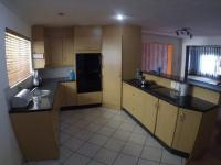 Kitchen - 16 square meters of property in Sharonlea