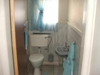 Guest Toilet - 4 square meters of property in Vereeniging