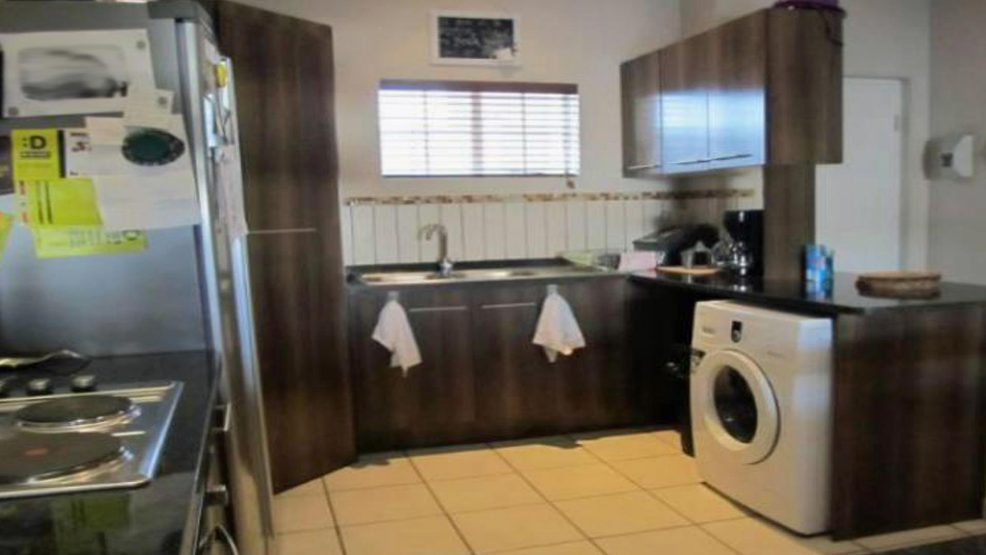 Kitchen - 14 square meters of property in Waterval East