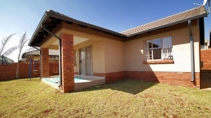 Standard Bank EasySell 3 Bedroom Sectional Title for Sale For Sale in Mooikloof Ridge - MR164119