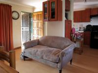 Lounges - 9 square meters of property in Die Hoewes
