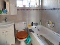 Bathroom 1 - 4 square meters of property in Die Hoewes