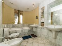 Main Bathroom - 10 square meters of property in Victoria