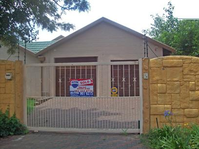 Standard Bank Repossessed House For Sale in Brackendowns - MR16449