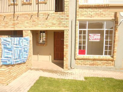 Standard Bank Repossessed 2 Bedroom House on online auction in Roodepoort - MR16468
