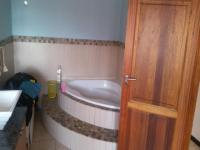Bathroom 1 - 17 square meters of property in Vanderbijlpark