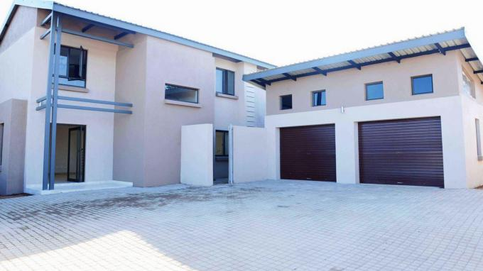 4 Bedroom House for Sale For Sale in Sonheuwel - Home Sell - MR164826