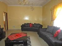 Lounges - 19 square meters of property in Vereeniging
