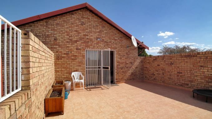 Standard Bank EasySell 2 Bedroom Cluster for Sale For Sale in The Reeds - MR165068
